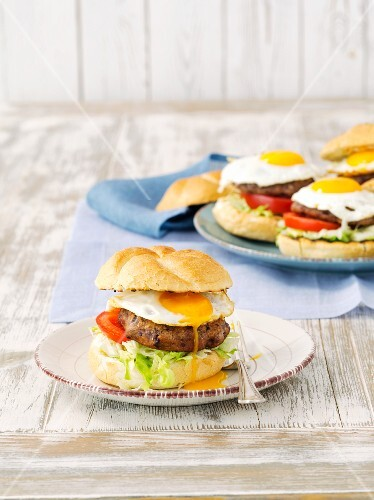 Kidney bean burgers with tomatoes and fried eggs