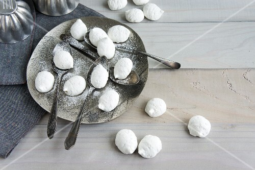 Meringues with hazelnuts and icing sugar
