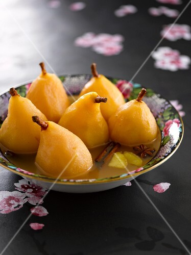Poached pears in a spicy sauce
