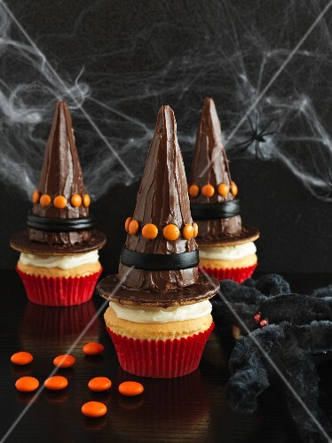 Cupcakes decorated with witches hats for Halloween