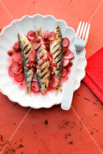 Sweet and sour pickled radishes with grilled sardines