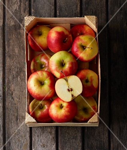 A crate of Elstar apples