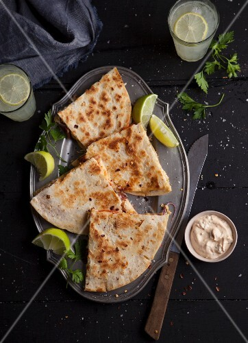 Quesadillas with a dip and limes