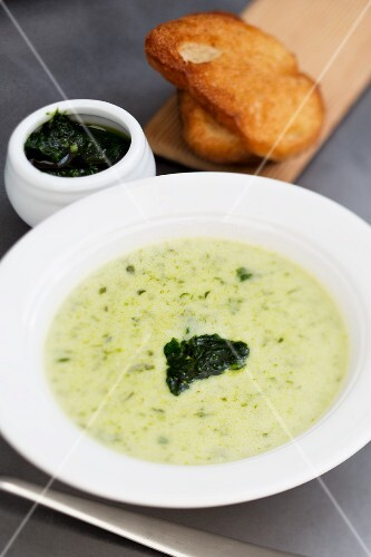 Wild garlic soup with toasted bread