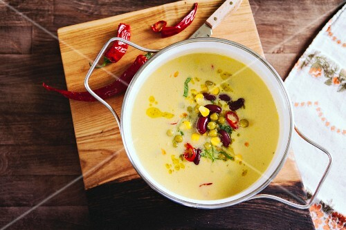 Cream of sweetcorn soup with kidney beans and chilli peppers