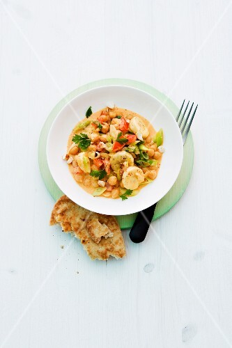 Chickpea curry with bananas and cashew nuts
