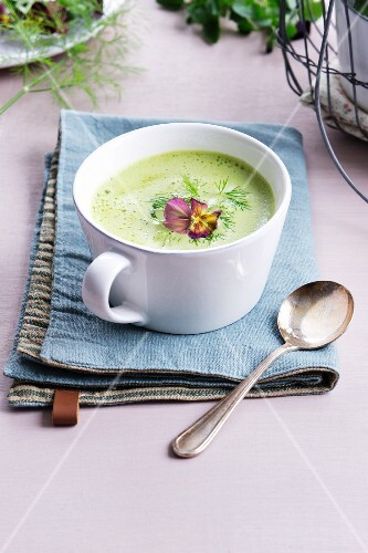 Fennel soup with tufted pansies