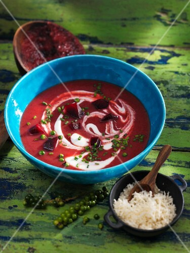 Beetroot soup with green pepper