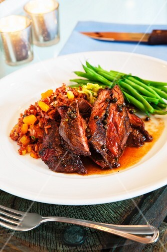 Beef steak with red rice and green beans