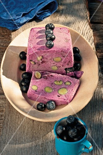 Ice cream cake with blueberries