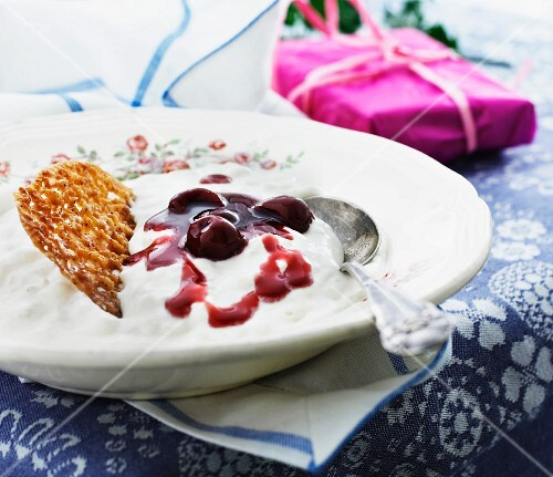 Rice pudding with cherry sauce and nut brittle