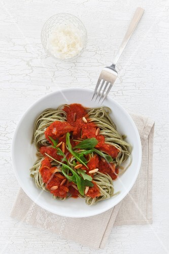 Rocket tagliolini with tomato sauce and pine nuts