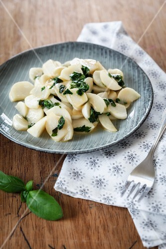 Steamed May turnips with basil