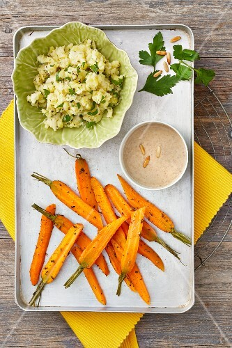 Oven-roasted carrots with mashed potatoes and a sesame seed dip