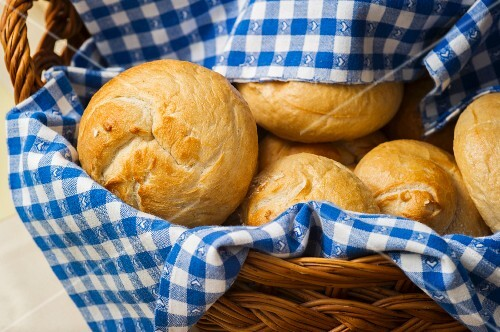 A basket of bread rolls