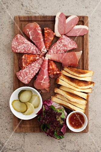 An appetiser platter with cured meats (seen from above)