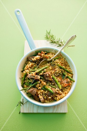 Fried tender wheat with green beans and beef