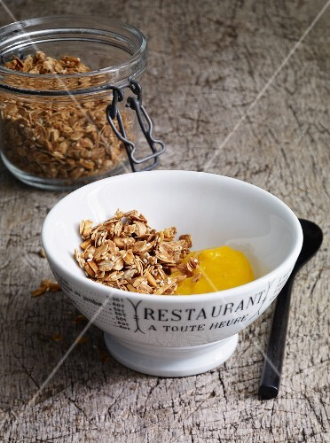 Granola with mango puree
