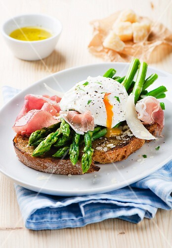 Grilled bread with asparagus, Prosciutto, poached egg and basil