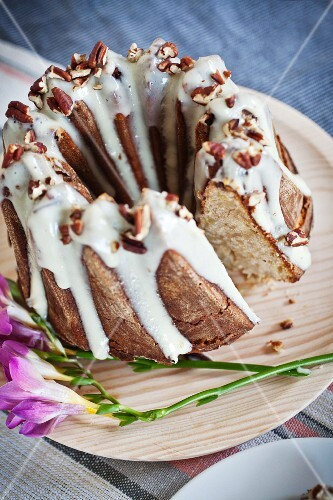 A Bundt cake with nuts and icing sugar