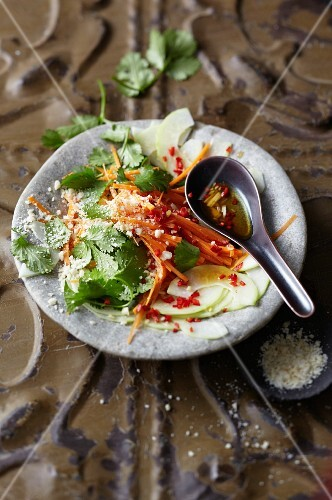 Papaya salad with peanuts (Vietnam)