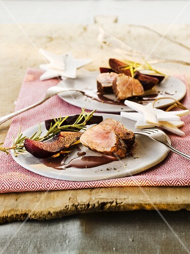 Pork fillet with elderberry pears for Christmas