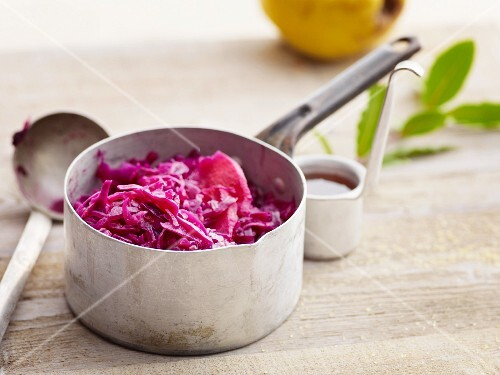 Red cabbage with quinces