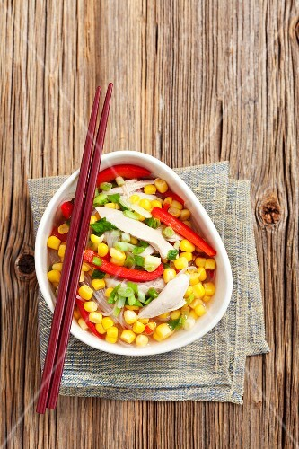 Chicken soup with sweetcorn, pasta and red pepper (Asia)
