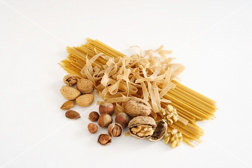 Wholemeal pasta and various nuts