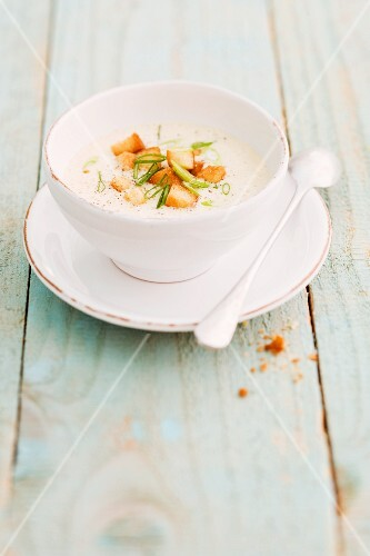 Bread soup with spring onions