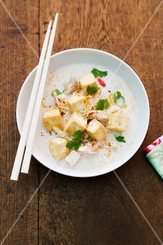 Coconut milk soup with tofu, chicken and coriander