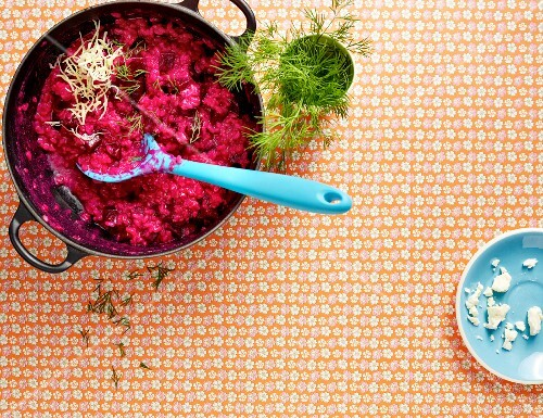 Beetroot risotto in a pot (seen from above)