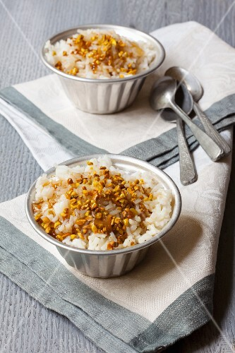 Rice pudding with caramel and pistachios