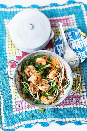 Prawns with vegetables and bean sprouts