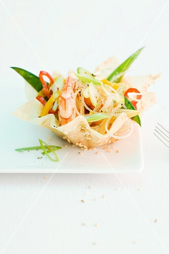 Glass noodle salad with shrimps in a pastry bowl