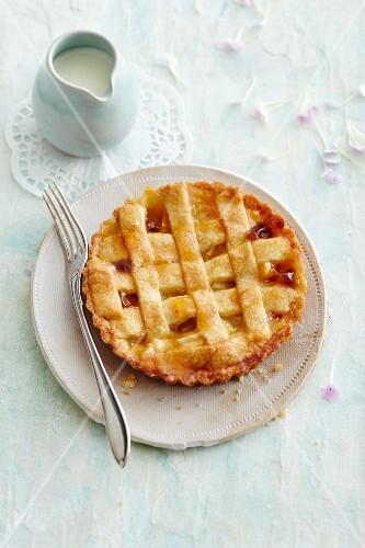 Apple lattice tart