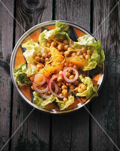 A chickpea salad with oranges and onions
