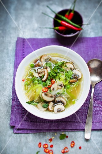 Noodle soup with vegetables and mushrooms (Asia)