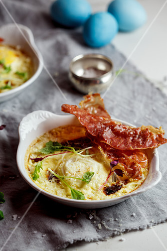 Parmesan-baked eggs with crispy ham