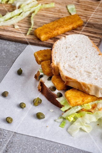 A fishfinger sandwich with tartare sauce and capers