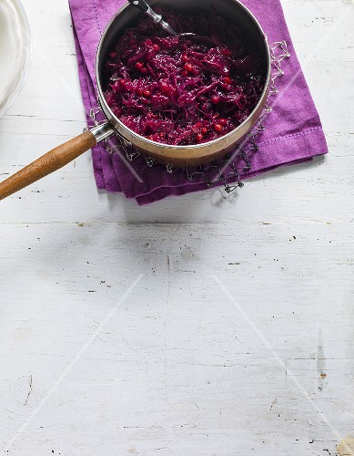 Red cabbage with red wine and cranberries