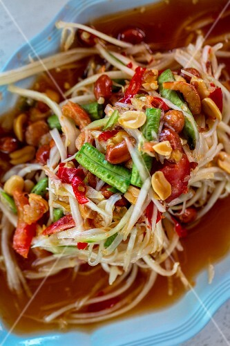 Som Tam (spicy green papaya salad, Thailand)