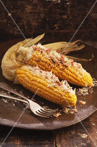 Corn on the cob with chilli and grated Parmesan