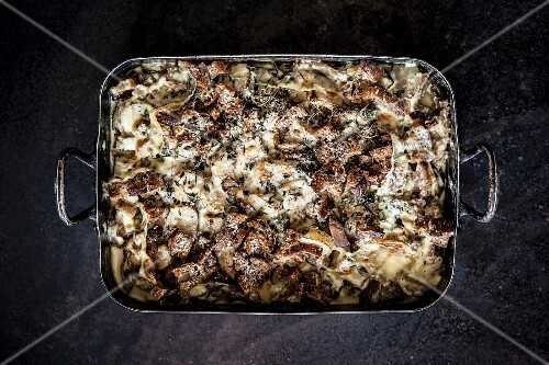 Artichoke and mushroom crumble with cream and Parmesan