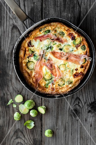 Frittata with Brussels sprouts, Parma ham and mozzarella