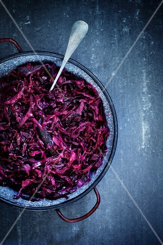 Red cabbage in an enamel bowl