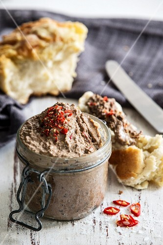 Spicy liver pâté served with freshly baked bread