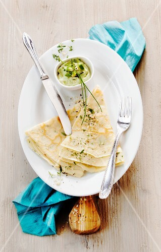 Sesame seed and herb crêpes with an avocado dip