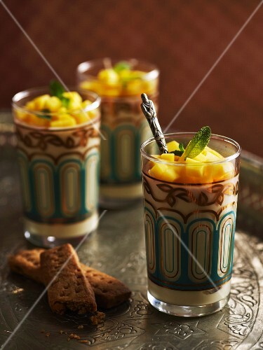 Mango dessert with shortbread