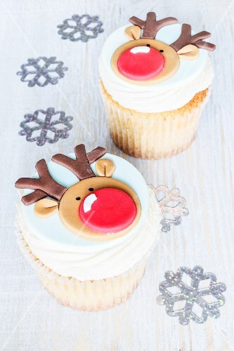 Christmas reindeer cakes with eggnog flavouring